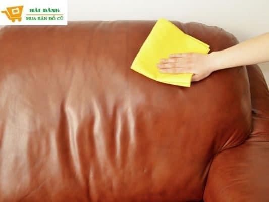 Vệ Sinh Sofa Da Thật Đơn Giản Nhờ Kiến Thức Này -1