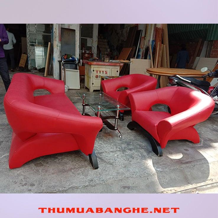 Bộ Bàn Ghế Sofa Cũ Màu Đỏ Bọc Da -1